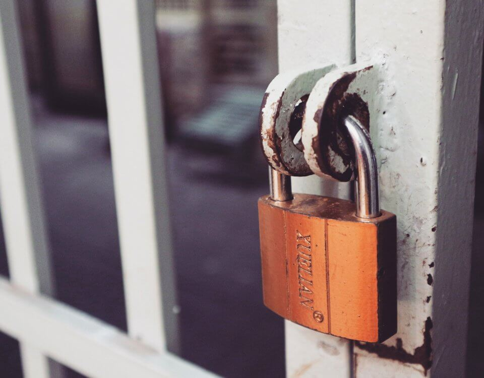 Simple authentication with Guards in Laravel